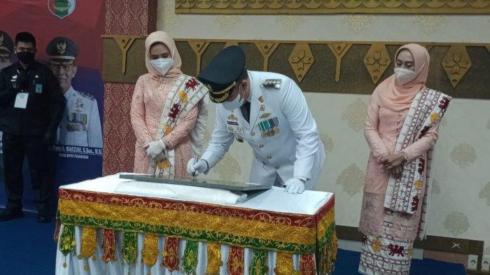 Seusai Dilantik, Dendi-Marzuki Launching Alquran Tapis Akbar