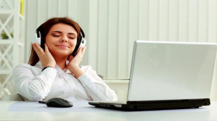 Mendengarkan Musik Ternyata Bisa Bantu Jaga Berat Badan