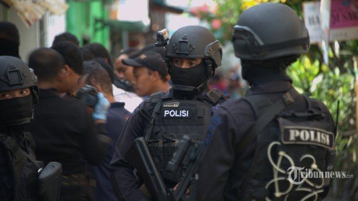 Densus 88 Tangkap Buronan Teror Bom Bali I di Lampung Timur