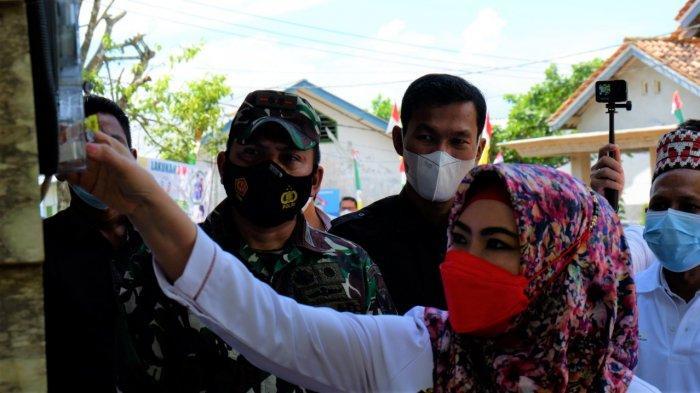 Total Investasi Rp 8 Miliar, PLN UID Lampung Nyalakan 6 Desa di Tanggamus