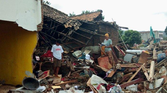 Eks Hotel 56 Kalianda Jadi Tempat Penampungan Korban Tsunami