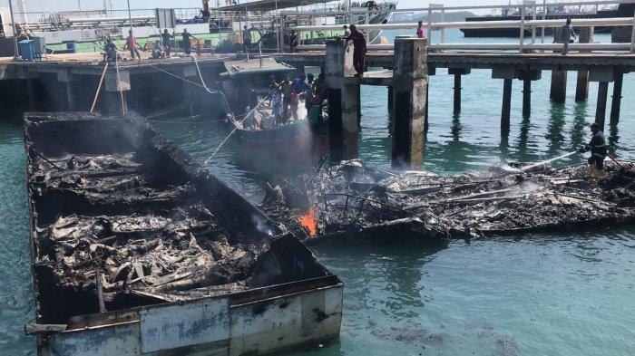 Video Detik-detik 4 Kapal Tangkapan Bea Cukai Batam Hangus Terbakar