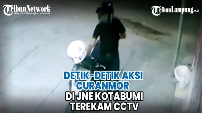 VIDEO Detik-detik Aksi Curanmor di JNE Kotabumi Terekam CCTV