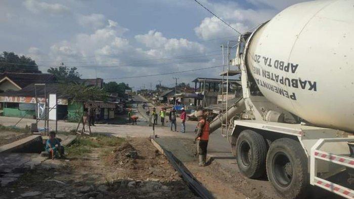 Dinas PUPR Mesuji Lebarkan Jalan Simpang Pematang-Bude Aji