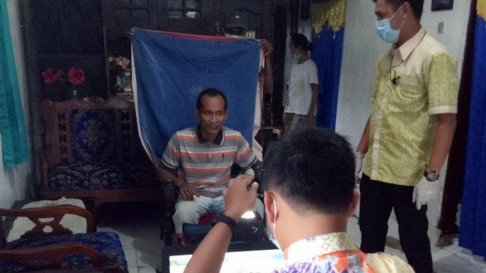 Disdukcapil Lampung Utara Jemput Bola Lakukan Perekaman e-KTP Bagi ODGJ dan Lansia