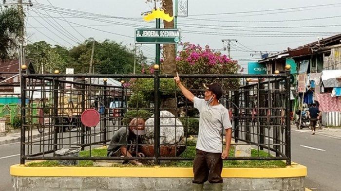 Dishub Lampung Barat Pasang 74 Plang Nama Jalan