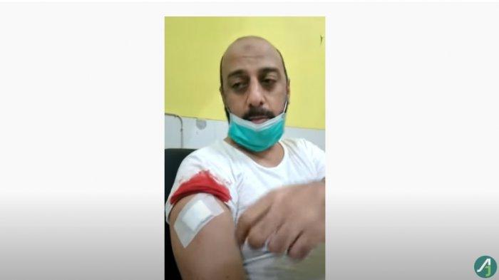Terungkap Sosok Pria Berkaus Biru Terduga Penusuk Syekh Ali Jaber, Sempat Dimassa