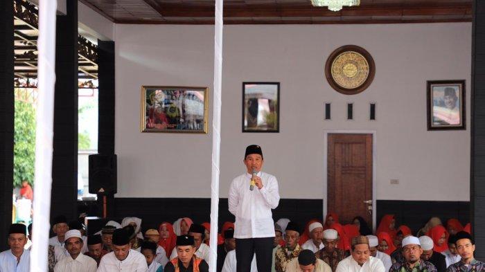Bupati Lampung Barat Parosil Mabsus Lakukan Istighosah Akbar Jelang Pemilu 2019