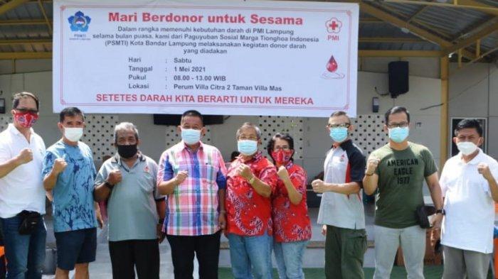 Paguyuban Sosial Marga Tionghoa (PSMTI) Bandar Lampung menggelar kegiatan donor darah di Perum Villa Citra 2 Taman Villa Mas, Kota Bandar Lampung, Sabtu (1/5/2021).