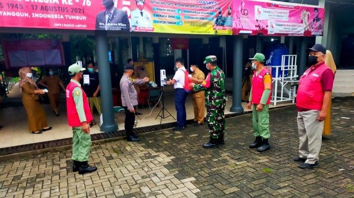 Babinsa Koramil 06/Kedaton Pantau Kunjungan Walikota ke SMPN 2 Rajabasa