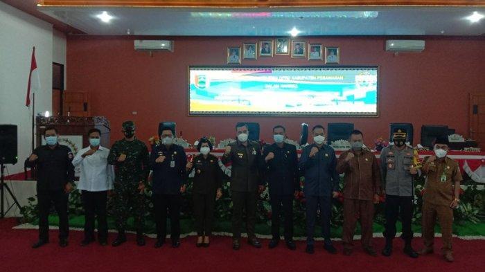 DPRD Pesawaran Umumkan Dendi-Marzuki sebagai Bupati-Wakil Bupati Terpilih di Paripurna Istimewa