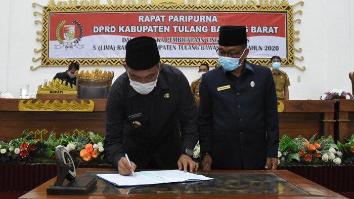 DPRD Tulangbawang Barat Sahkan 5 Raperda Menjadi Perda, 3 Usulan Eksekutif