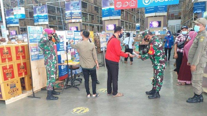Koramil 410-06/Kedaton Pastikan Pengunjung Indogrosir Patuhi Prokes