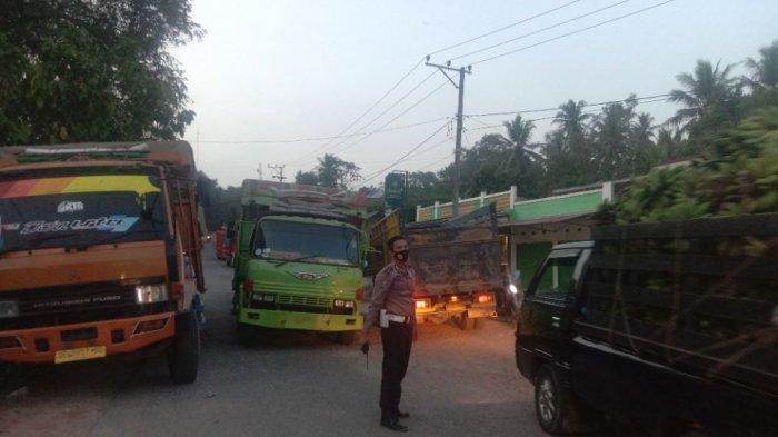 Dua Truk Fuso Mogok Halangi Arus Kendaraan di Ruas Jalan Sukoharjo-Pringsewu