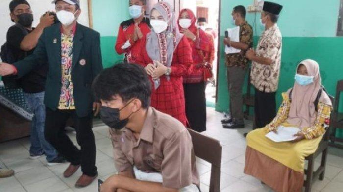 Winarni Tinjau Vaksinasi Pelajar di SDN 1 Sidodadi Lampung Selatan