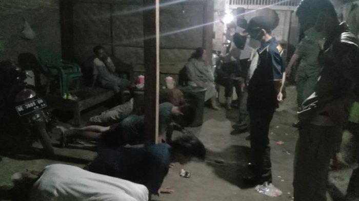 Kepergok Pesta Tuak, 4 Pemuda di Pringsewu Lampung Dapat Sanksi Push Up