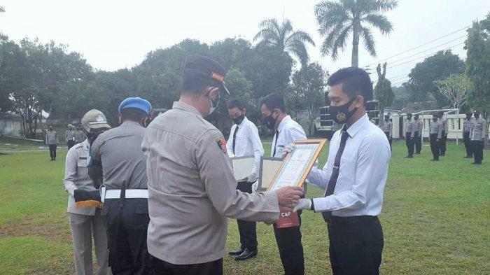 Empat Personel Polri Raih Penghargaan Kapolres Way Kanan