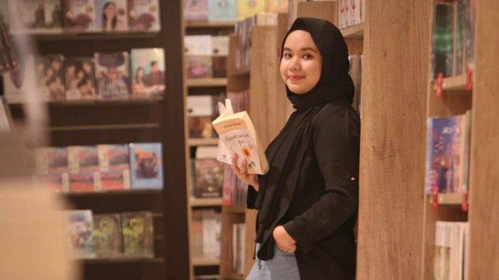 Erisca Febriani, Gadis Asal Bandar Lampung Sukses Hasilkan Novel yang Diangkat ke Layar Lebar