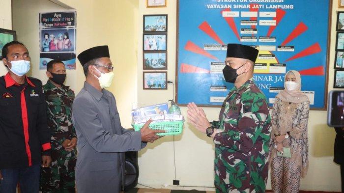 Bakti Sosial TNI, Dandim 0410/KBL Kunjungi Yayasan Panti Jompo Sinar Jati Lampung