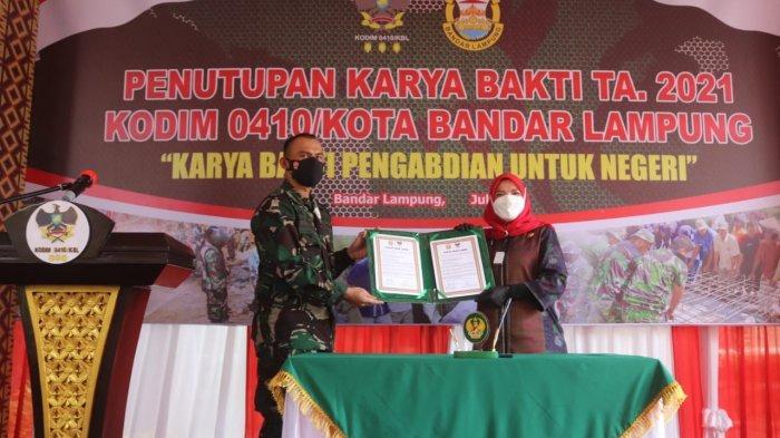Kolonel Inf Romas Herlandes Hadiri Penutupan Karya Bakti TNI 2021 di Lapangan SDN 2 Batu Putuk