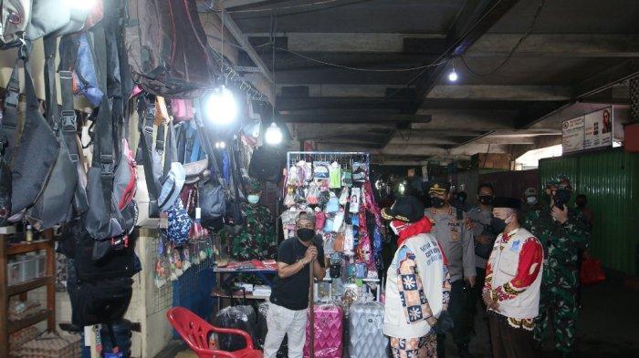 Walikota Bandar Lampung Eva Dwiana Melakukan Sidak ke Pasar Bawah Ramayana