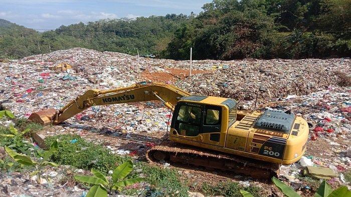Excavator di TPA Pringsewu Lampung Rusak, 20 Ton Sampah Meluber ke Jalan
