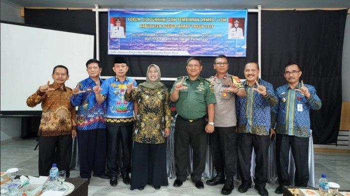 Satukan Visi dan Persepsi ORMAS/LSM, Pemkab Pesibar Gelar Forum Silaturahmi dan Pembinaan.