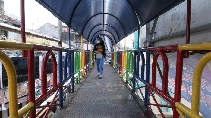 FOTO Pagar JPO Ramayana Bandar Lampung Dicat Warna-warni