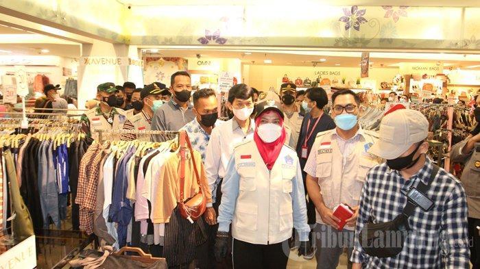 FOTO Wali Kota Eva Dwiana Sidak Prokes di Malam Takbiran, Beri Imbauan ke Warga