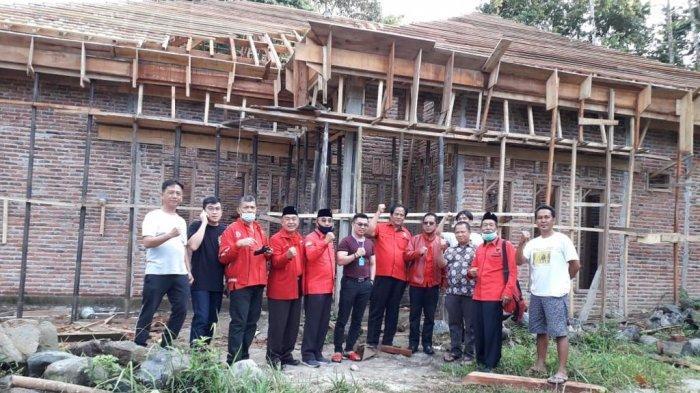 Fraksi PDI Perjuangan DPRD Lampung Tinjau Pembangunan Kantor DPC PDI Pesbar