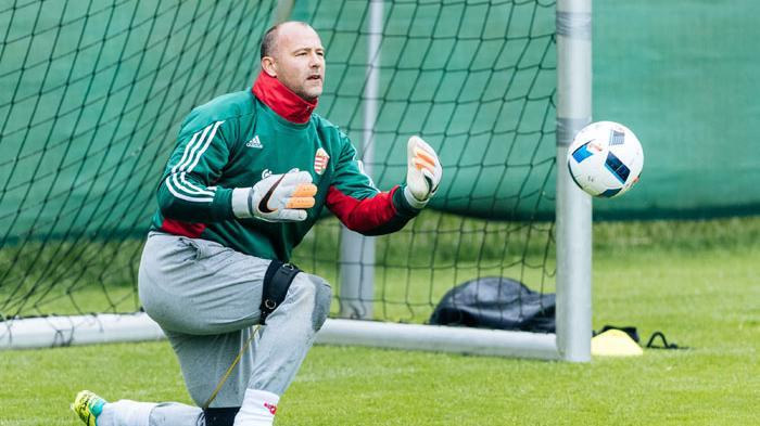 Ilustrasi, jadwal Timnas Hungaria di Euro 2021, gambar penjaga Gawang Timnas Hungaria Gabor Kiraly berlatih di Leogang, Austria, 31 Mei 2016, jelang Piala Eropa 2016 lalu.
