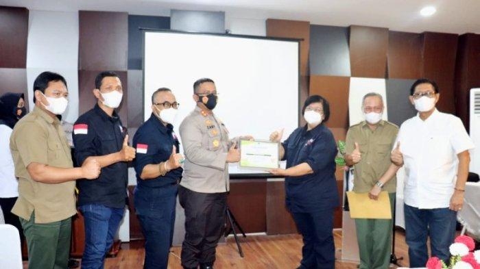 Gagalkan Penyelundupan Anakan Orang Utan, Menteri LHK Beri Penghargaan Polres Lampung Selatan