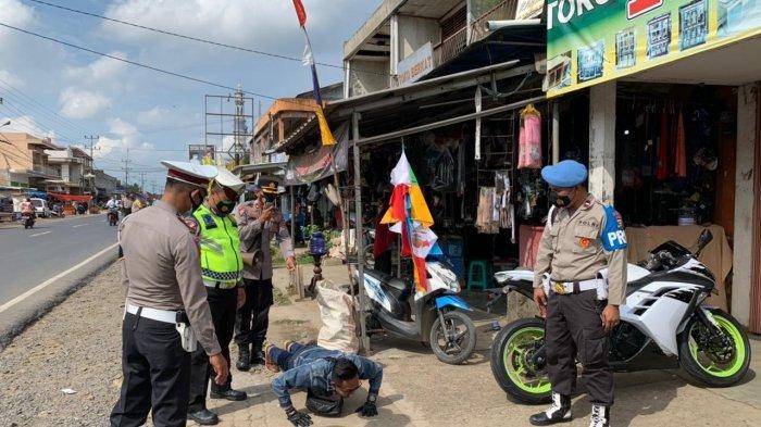 Gandeng Polsek Baradatu, Polres Way Kanan Lampung Galakkan Disiplin Prokes
