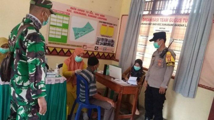 Babinsa Koramil 410-01/Panjang Pantau Gebyar Vaksin Covid di Kelurahan Way Dadi
