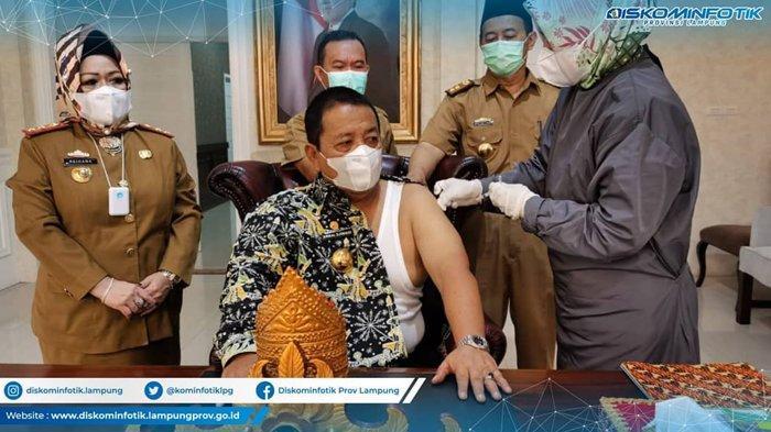 Gubernur Arinal Djunaidi Terima Vaksinasi Covid-19, Langsung Kerja Seusai Disuntik