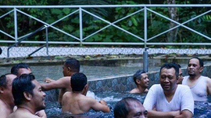 Masih Pandemi Corona, Gubernur NTB Zulkieflimansyah Malah Unggah Foto Berenang Bareng Banyak Orang!