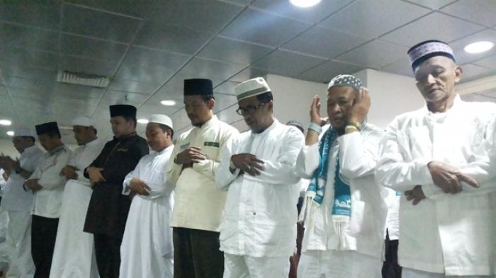 Ridho Salat Isya Bersama Jamaah Haji Lampung