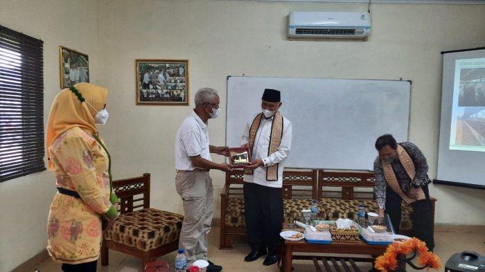Gubernur Sumbar Mahyeldi Kunjungi Peternakan Sapi PT. JJAA