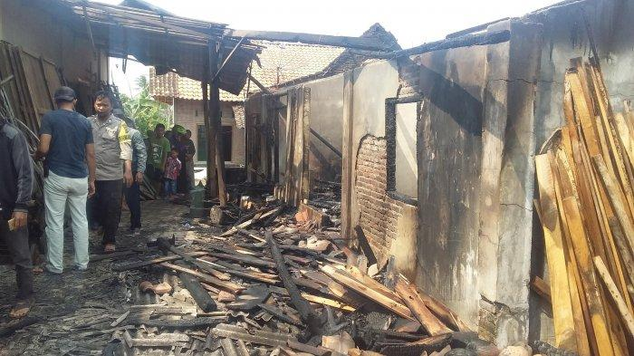BREAKING NEWS - Barang-barang Ludes Terbakar, Kerugian Gudang Mebel Ditaksir Rp 120 juta