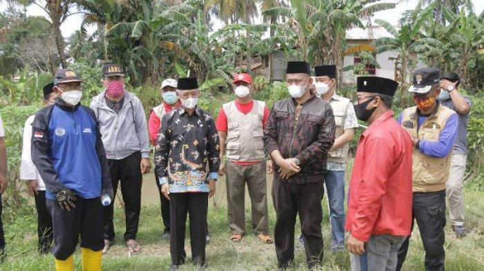 Hadiri Pemakaman Anggota DPRD Pringsewu Retno Palupi, Bupati Sujadi Ucapkan Bela Sungkawa