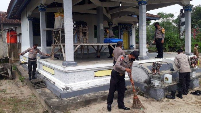 Hari Bhayangkara Ke-75, Polsek Pasir Sakti Baksos ke Rumah Ibadah