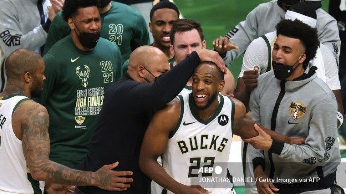HASIL Final NBA 2021 Suns vs Bucks, Khris Middleton Bawa Timnya Samakan Kedudukan 2-2