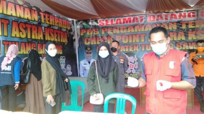 Hendak Masuk ke Tuba,Penumpang Travel Asal Bandar Lampung Rapid Test di Pos Check Poin Astra Ksetra