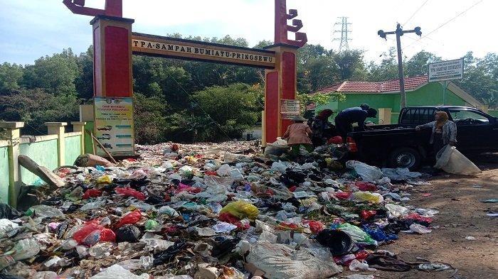 20 Ton Sampah di TPA Pringsewu Lampung Meluber hingga ke Jalan