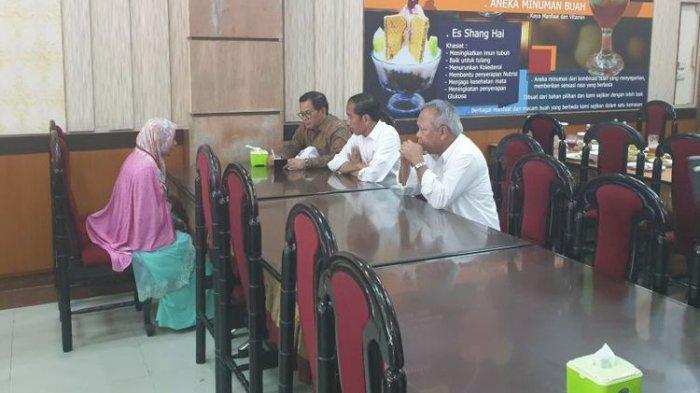 Jokowi Temui Ibu yang Terobos Panggung hingga Pingsan saat Peresmian Tol di Lampung