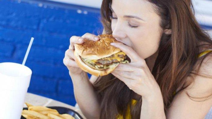 5 Jenis Makanan yang Dapat Menyebabkan Wajah Semakin Berminyak dan Berjerawat