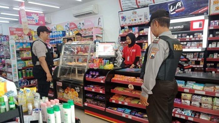 Detik-detik Polisi Pergoki Pria Curi Susu di Minimarket, Tak Tega saat Lihat Kondisi Anaknya