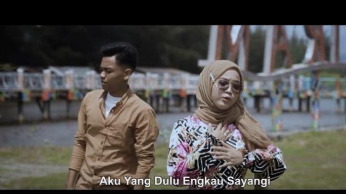 Chord dan Lirik Lagu Emas Hantaran MP3 Arief feat Yollanda Dilengkapi Video YouTube