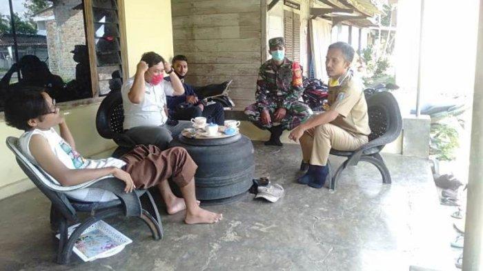 Anggota Koramil 427-06/Baradatu dan Aparatur Kampung Laksanakan Imbauan Patuhi Protokol Kesehatan