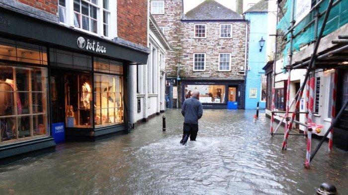 Info Rumah, Berikut 6 Cara Mengantisipasi Banjir yang Menggenangi Rumah
